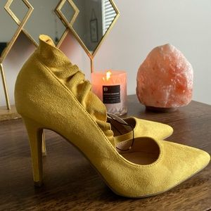 NY&CO Yellow Suede Ruffled Heels - Size 8